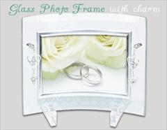 ジュエリーチャームが付いた クリスタルガラスのフォトフレーム(1W)